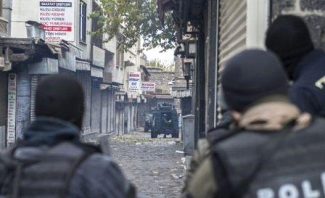Sokak Çatışmasında 4 Polis Yaralandı