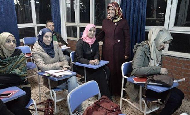 Urfa'daki Suriyeliler Türkçe öğreniyor