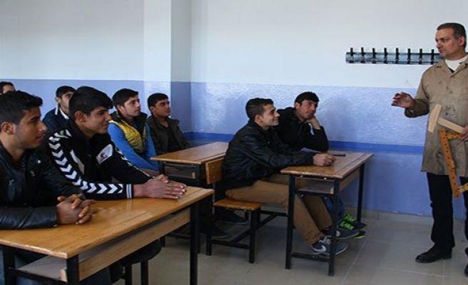 Urfa'da açık liseli gençler ustalık peşinde
