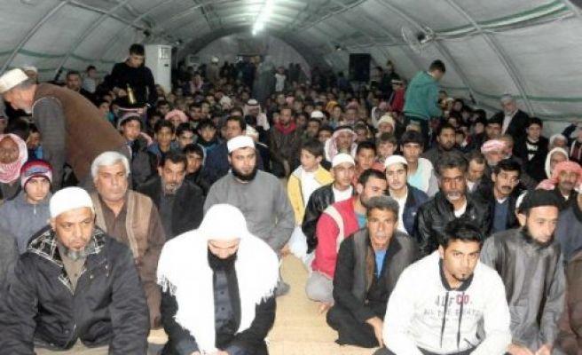 Çadır kentte kandil kutlaması