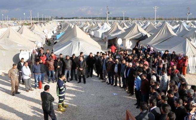 Suriyeli yetim ve öksüz çocuklar sevindirildi