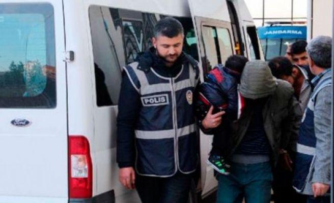 IŞiD'e giden 14 kişi yakalandı, 3'ü tutuklandı