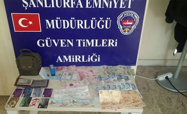 Üzerinden uyuşturucu, çalıntı kart ve para çıktı
