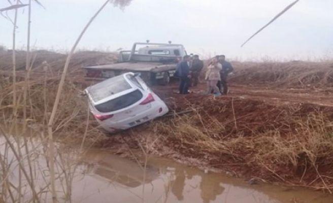 Urfa'da jip tahliye kanalına düştü