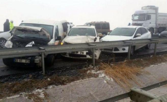 Hilvan'da zincirleme kaza: 15 yaralı