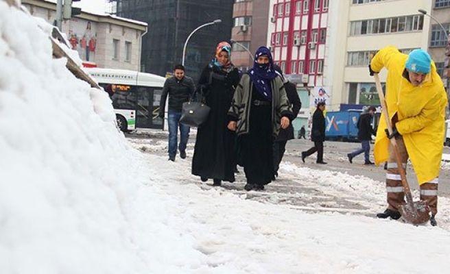 Şanlıurfa'da kar temizleme çalışmaları