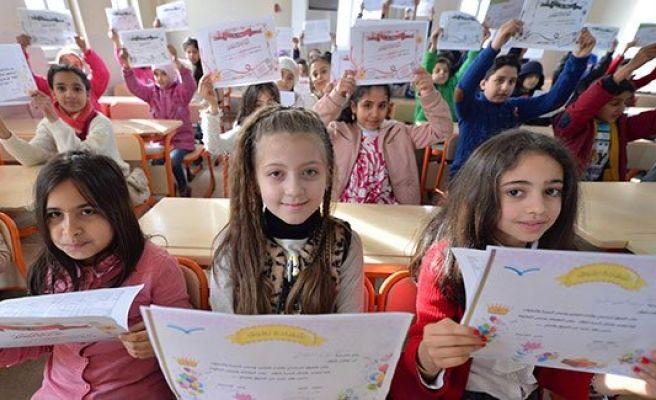 Urfa'da Suriyeli öğrencilerin karne heyecanı