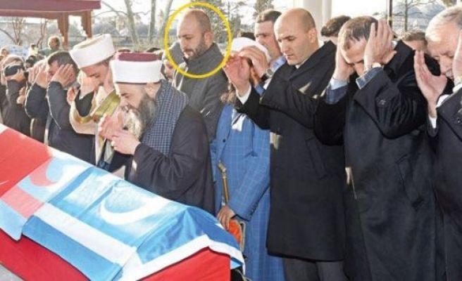 Rusların aradığı o adam cenaze namazında