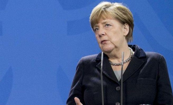 Merkel urges Putin to step in for cease-fire in Ukraine