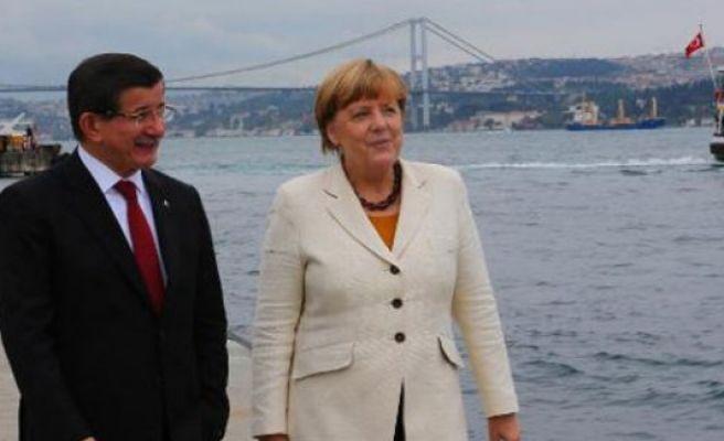Merkel to visit Turkey, discuss refugee flow