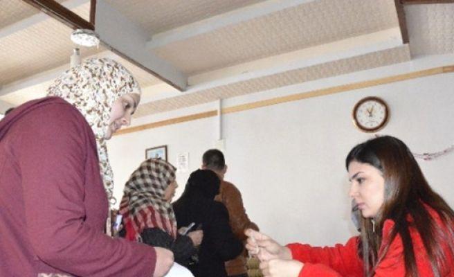 Suriyeli Muhtaç Ailelere Kızılay Kart Dağıtıldı