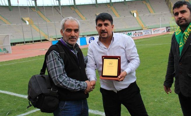 Genç Karakeçililerspor'dan Gazetemize 2 plaket