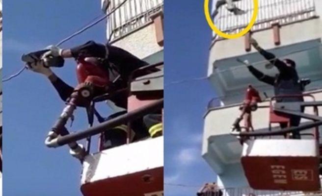Ayağı elektrik teline sıkışan güvercin kurtarıldı
