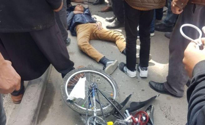 Şanlıurfa Büyükşehir Belediyesi Önünde Kaza