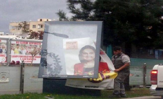 Fotoğrafları Bulunan HDP Afişleri Toplatıldı