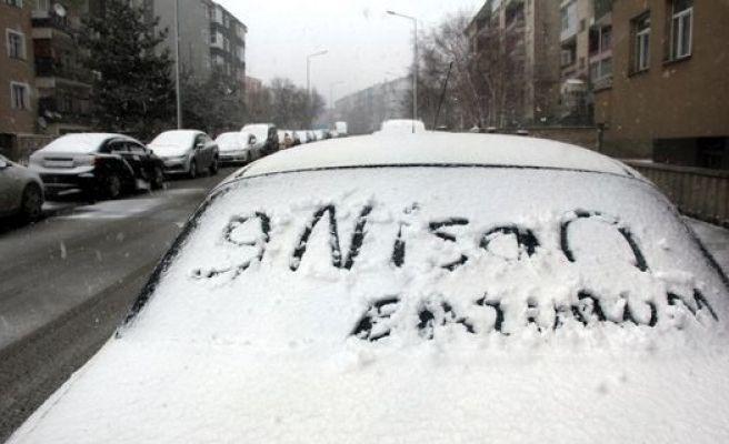Erzurum Ve Erzincan'da Lapa Lapa Kar Yağdı