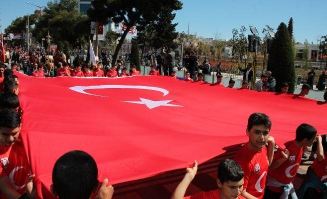 11 Nisan Heyecanı Kortej Yürüyüşü İle Devam Etti