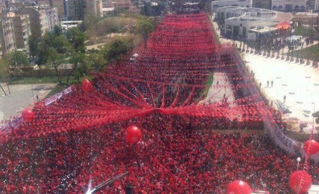 Binlerce Urfa'lı Reis'i Dinliyor!
