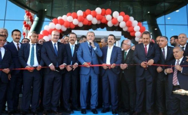 Cumhurbaşkanı Erdoğan, Ticaret Borsasını Ziyaret etti