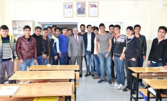 Şanlıurfa Valisi Güngör Azim Tuna Öğrencilerle Buluştu