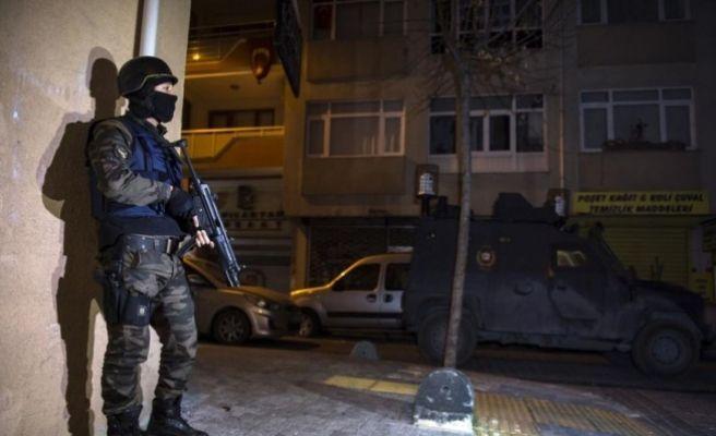 """Polis """"Dur"""" İhtarına Uymayan Araca Ateş Açtı: 2 Ölü, 1 Yaralı"""