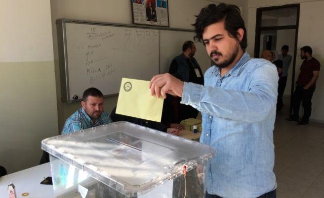 Urfa'da Referandum İçin Vatandaşlar Sandığa Gitti