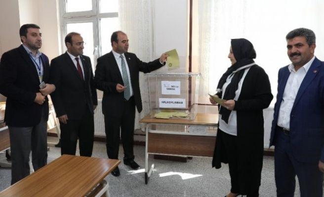 Büyükşehir Belediye Başkanı Nihat Çiftçi Oyunu kullandı