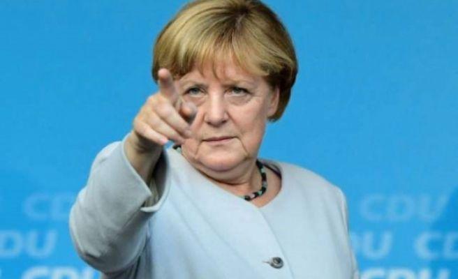 Referandum Sonrası Merkel'den Türkiye'ye 'Saygılı Diyalog' Çağrısı