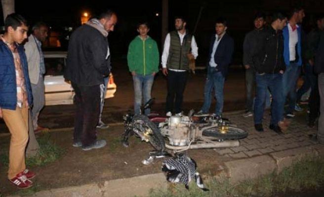Siverek'te Motosiklet Otomobile Çarptı: 2 Yaralı