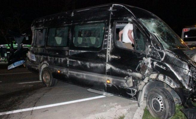 Sporcuları Taşıyan Servis Kaza Yaptı: 12 Yaralı