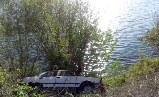 Otomobilin Fırat Nehri'ne Düşmesini Ağaç Engelledi