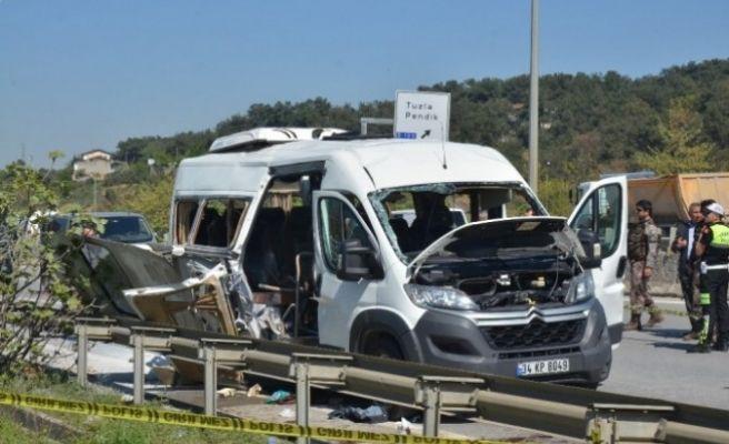 İstanbul'da Servis Minibüsünde Patlama! Yaralılar Var