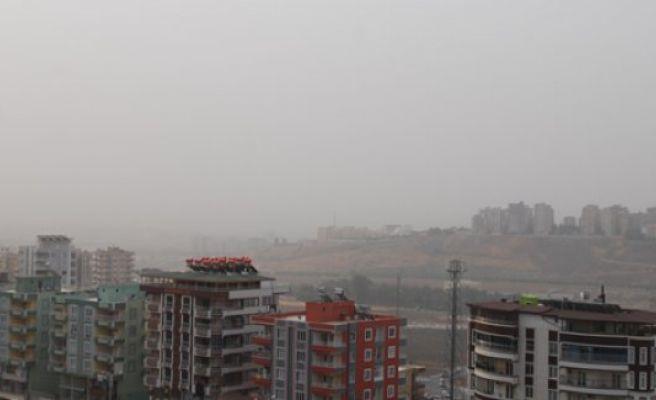 Şanlıurfa'yı toz bulutu sardı