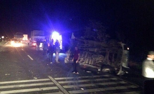 Tarım İşçilerini Taşıyan Minibüsle Yolcu Otobüsü Çarpıştı: 20 Yaralı