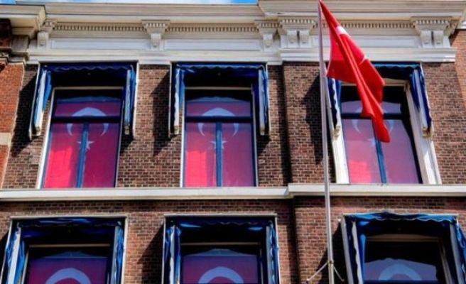 Kralın Sarayına Karşı Türk Bayrakları Astılar