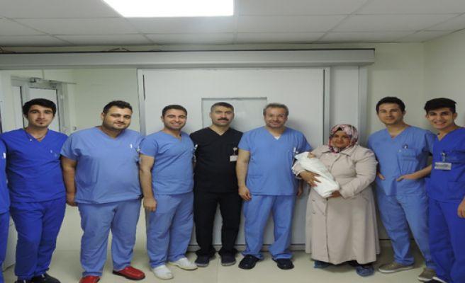Oruç Bebek Üç Ameliyat İle Sağlığına Kavuştu