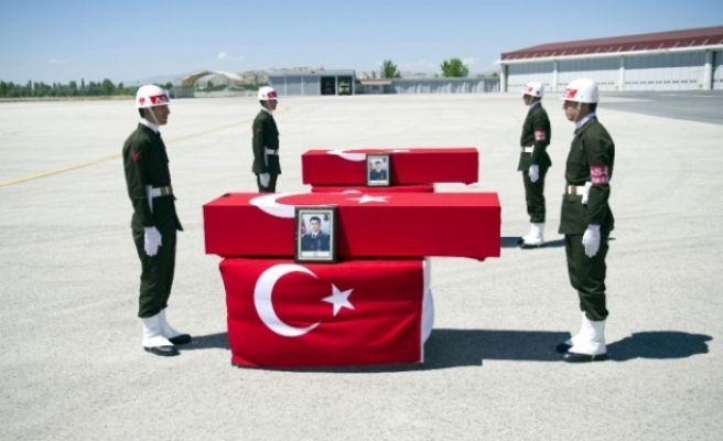 Bitlis Şehitleri Için Tören Düzenlendi