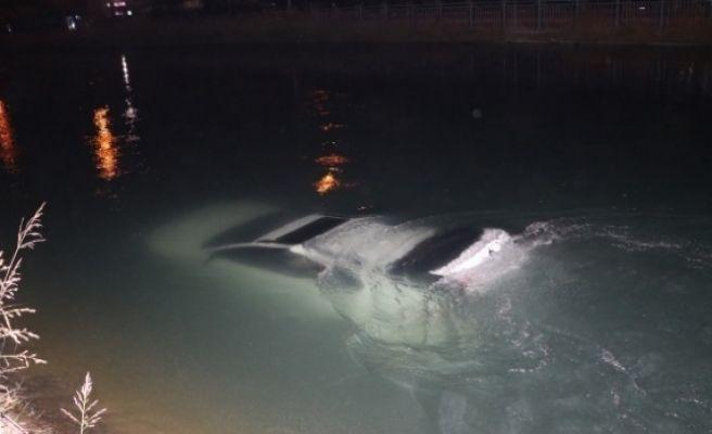 Alkollü Sürücü Aracıyla Kanala Düştü