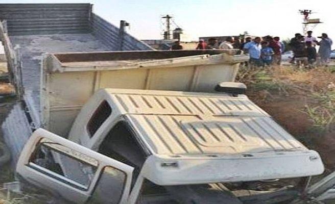 Şanlıurfa'da Kamyon Sulama Kanalına Devrildi: 4 Yaralı