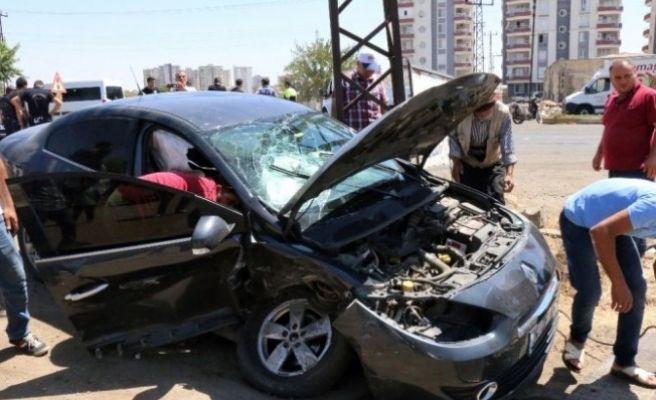 Siverek'te İki Otomobil Çarpıştı: 1 Yaralı