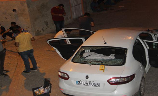 Eyyübiye'de Araç Tarandı, 1 Ölü, 1 Yaralı