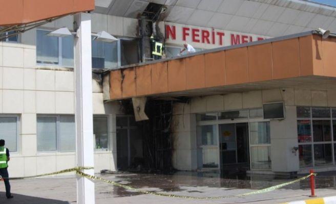 Van Ferit Melen Havalimanı'nda Yangın! Tüm Uçuşlar Ertelendi