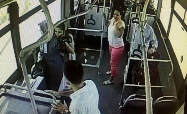 Parke Taşlarıyla Halk Otobüsüne Saldırıp, Yolcuyu Darp Ettiler