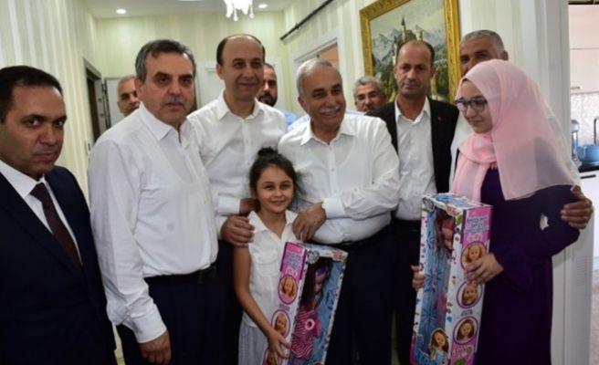 Bakan Fakıbaba Şehit Aileleriyle Bayramlaştı