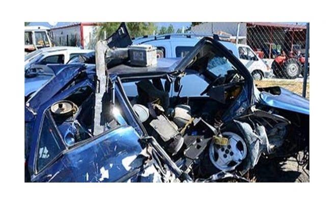 Otomobil Menfeze Çarpıp Takla Attı:Ölü Ve Yaralılar Var