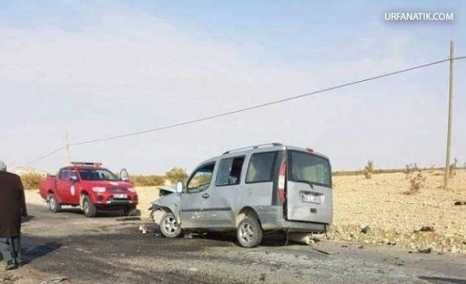 Hafif Ticari Araçlar Çarpıştı: 2 Yaralı
