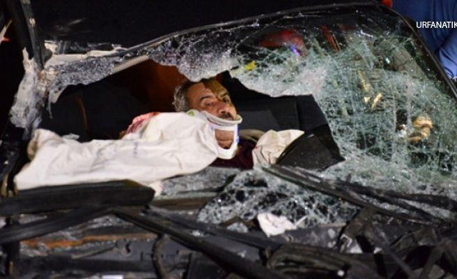 Kontrolden Çıkan Otomobil TIR'a Çarptı: 2'si Ağır 6 Yaralı