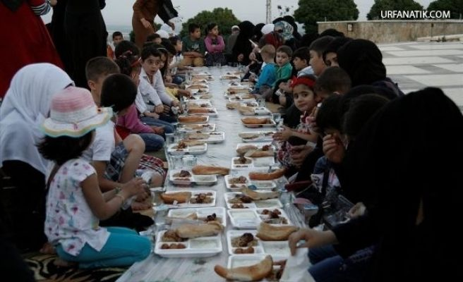 Suriyeli Yetim Çocuklara İftar