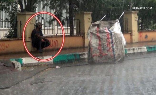 Sığınacak Yer Bulamayan Genç Yağmura Yakalandı
