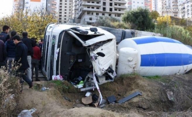 Beton Mikseri ile Pikap Çarpıştı 1 ölü 3 Yaralı